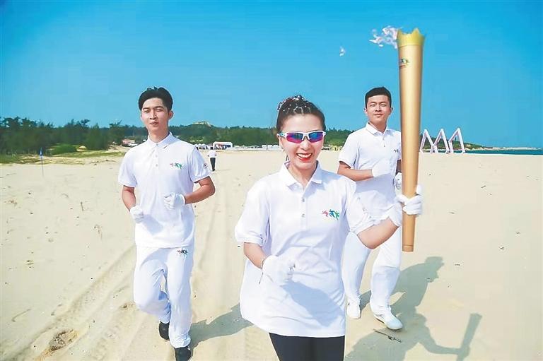 海南沙滩运动嘉年华走进昌江 两位奥运冠军参与火炬传递